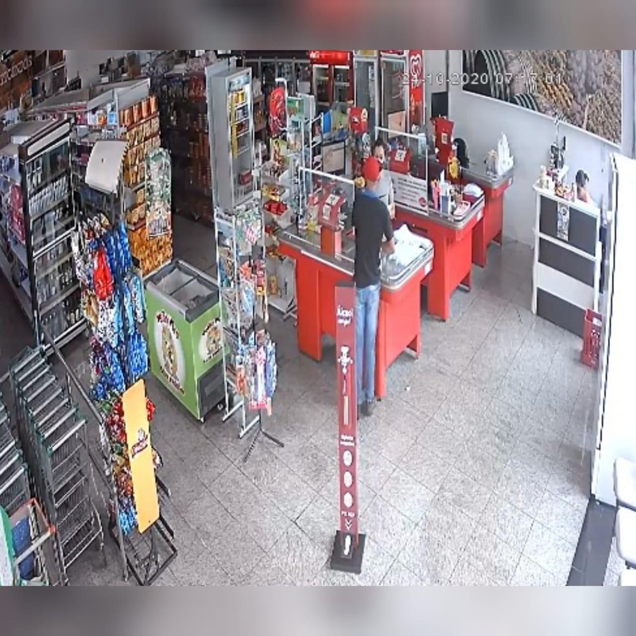 Câmeras flagram assalto a mercado em Itapetininga