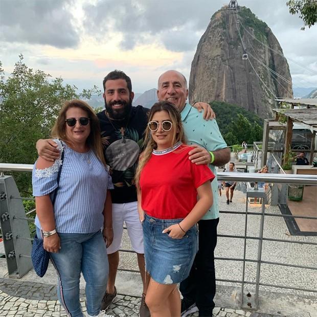 Kaysar Dadour e sua família (Foto: Reprodução / Instagram)