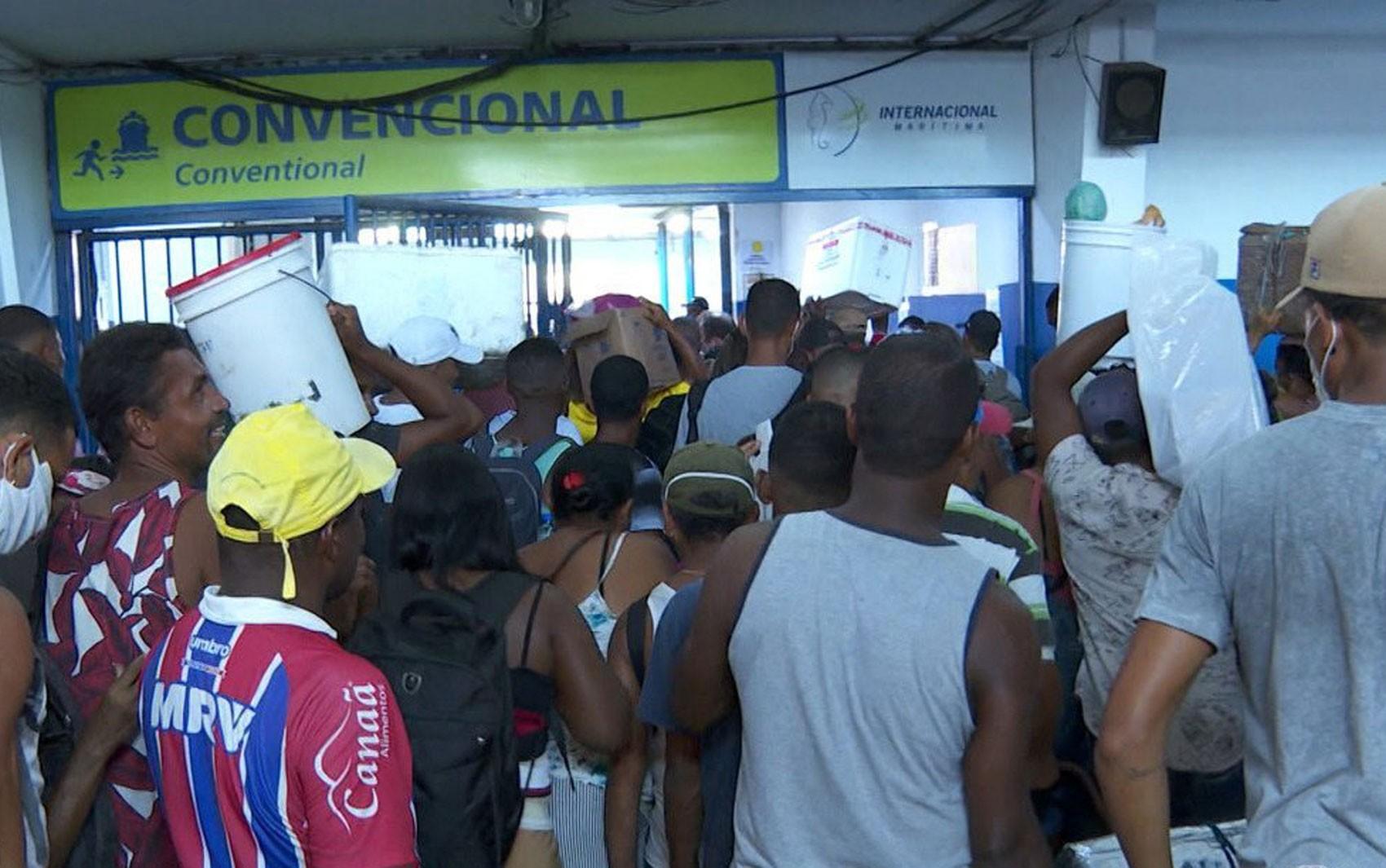 Após suspensão dos ferries no feriado, baianos reclamam por não conseguir embarcar para Itaparica: 'Queria, mas não pode'