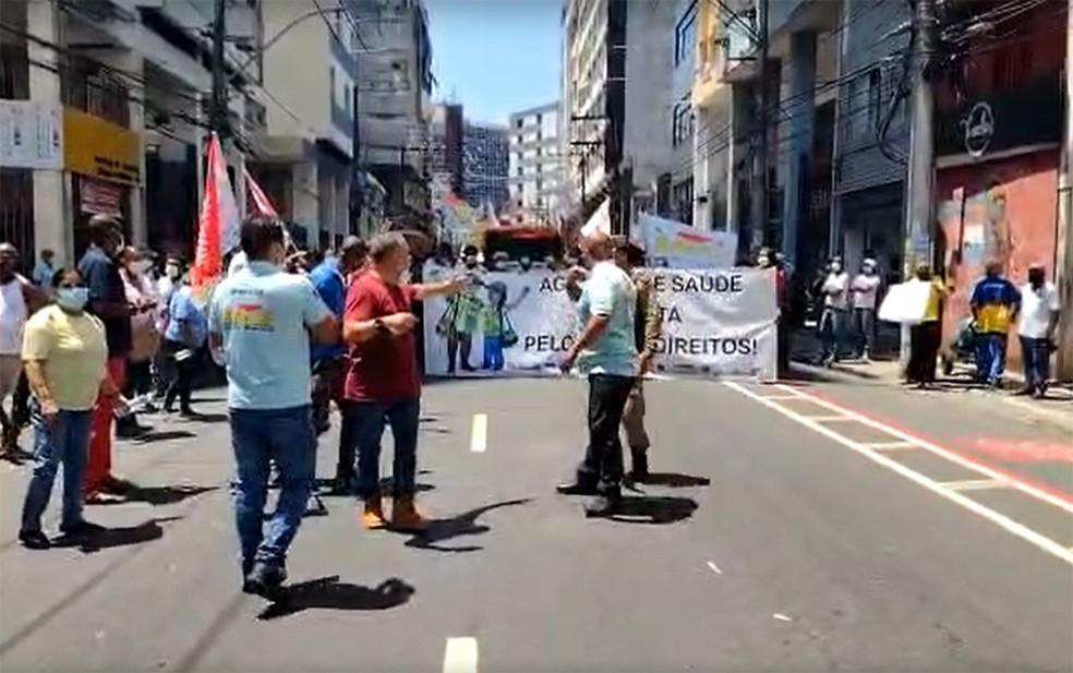 Agentes de saúde de Salvador realizam protesto por reajuste salarial — Foto: Cid Vaz/TV Bahia