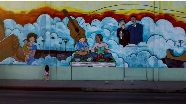 Mentores e jovens que participam do programa têm a mesma origem e vivem nos mesmos bairros (Foto: Getty Images via BBC News)