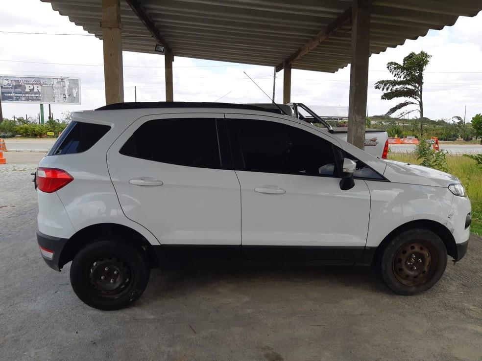 Carro apreendido pela PRF em Gravatá — Foto: Polícia Rodoviária Federal/Divulgação