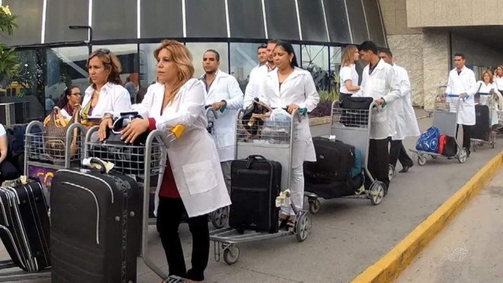 'Mais Médicos' chegaram ao Brasil em 2013  — Foto:  TV Verdes Mares/Reprodução