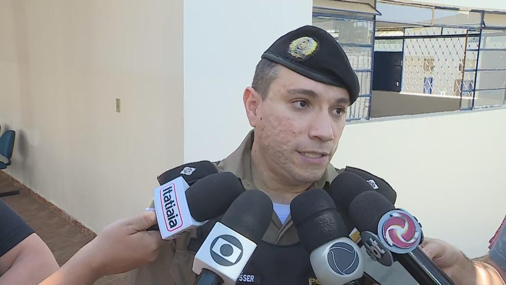 El teniente Tiago Nasser, del primer ministro, da una aclaración sobre el hecho que involucra al centrocampista Cazares - Foto: Reproducción / TV Globo