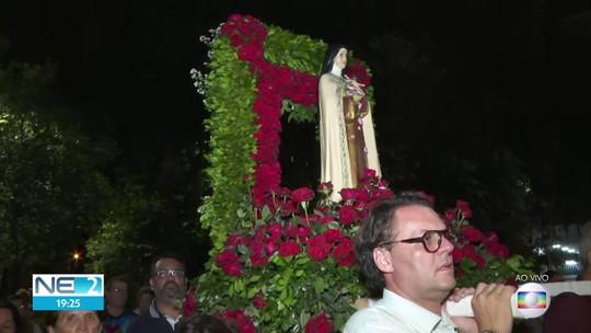 Católicos homenageiam Santa Terezinha, no Recife