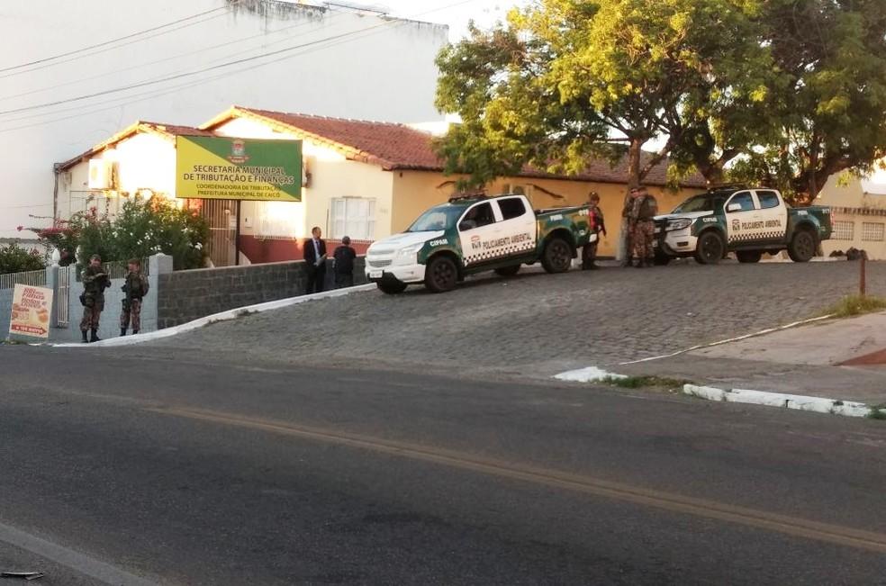 Mandados de busca e apreensão foram cumpridos em órgãos públicos, empresas e residências particulares, além de seis mandados de prisão que também foram expedidos (Foto: Sidney Silva)