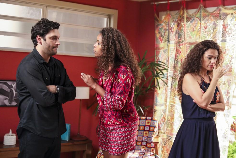 Doralice e Selma ficam passadas com a descoberta (Foto: João Miguel Júnior/Globo )