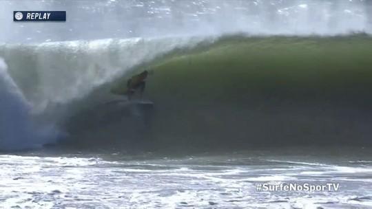 John John Florence recebe um 8.67 em tubo no Mundial de Surfe em Portugal