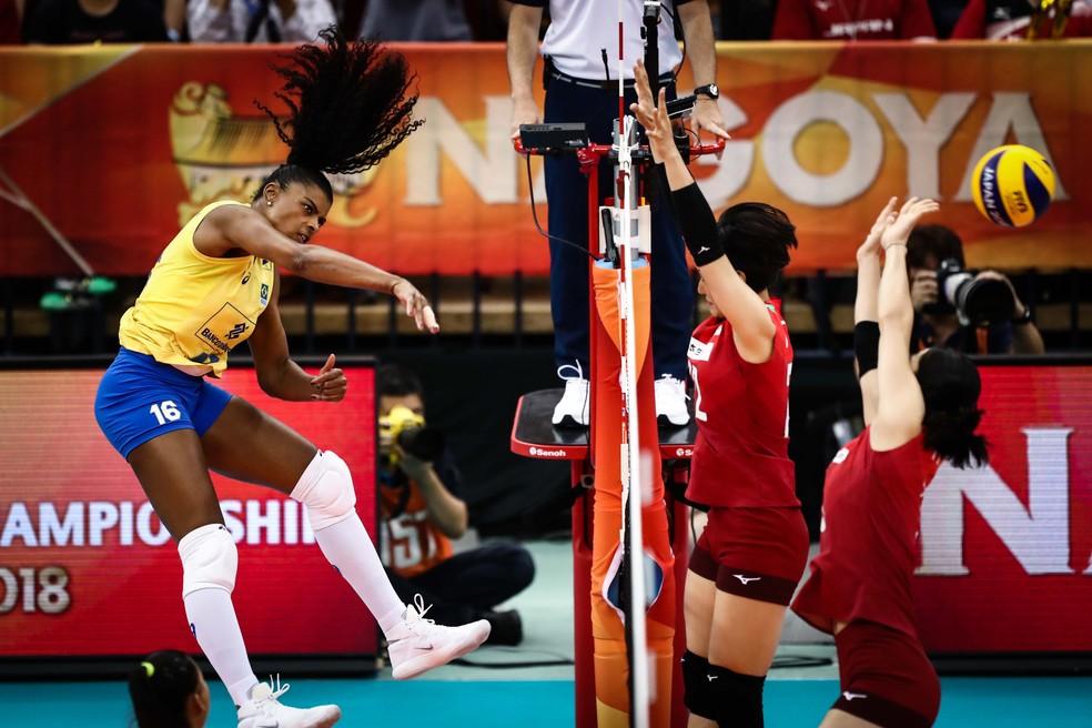 Fernanda Garay em ação no Japão — Foto: Divulgação/FIVB