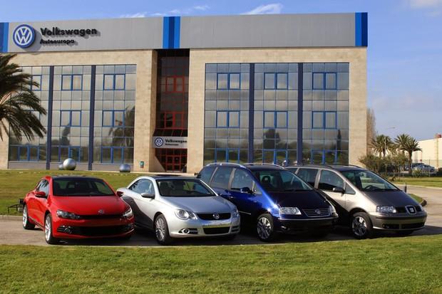 Scirocco, Eos, Sharan e Alhambra na frente da fábrica da Autoeuropa (Foto: Divulgação)