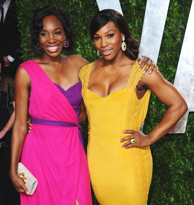 WEST HOLLYWOOD, CA - FEBRUARY 26:  Professional tennis players Venus Williams (L) and Serena Williams  arrive at the 2012 Vanity Fair Oscar Party hosted by Graydon Carter at Sunset Tower on February 26, 2012 in West Hollywood, California.  (Photo by Alber (Foto: Getty Images)