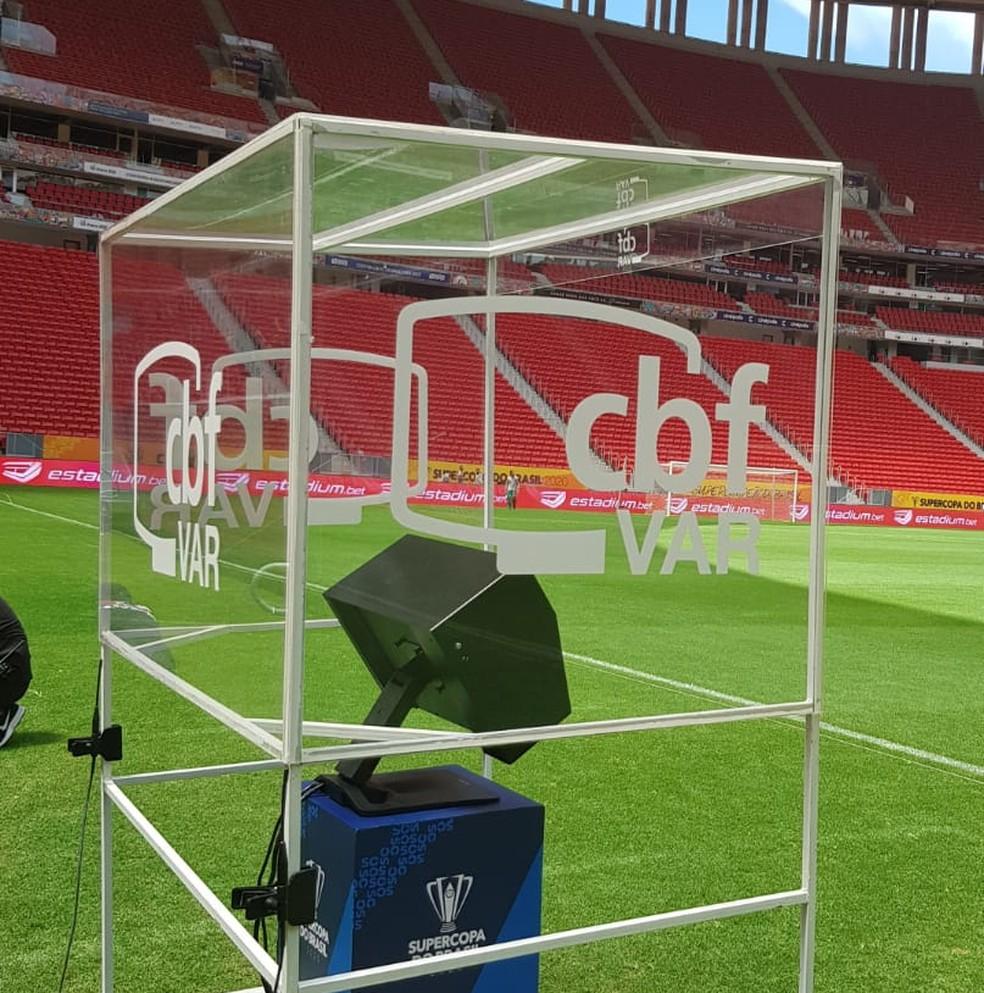 VAR preparado para a Supercopa: em janeiro, árbitro de vídeo foi usado na final entre Flamengo e Athletico, com vitória dos cariocas — Foto: Fred Huber