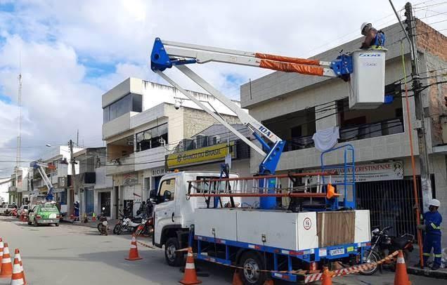 Celpe realiza operações de ordenamento de fios em cidades do Agreste