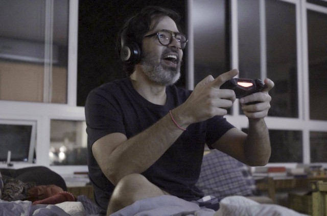 Bruno Mazzeo protagoniza 'Diário de um confinado' (Foto: Divulgação)