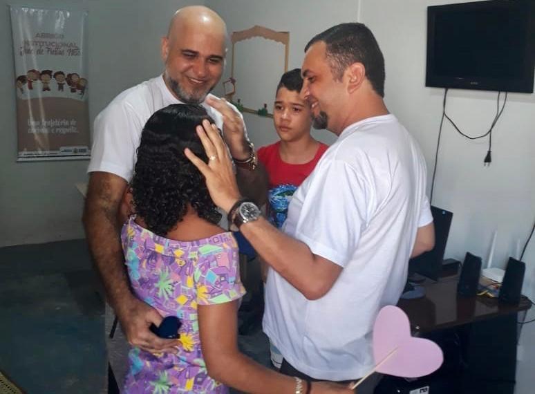 Casal adota irmãos adolescentes e realiza sonho da paternidade, na PB: 'reconhecemos nossos filhos'