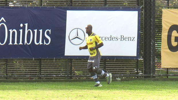 Seedorf treino físico General Severiano (Foto: Fred Huber)