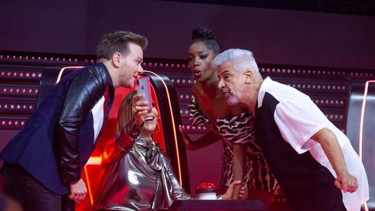 Versão de hit da Anitta e convite surpreendente de Ivete agitam 'The Voice' de 12/9; reveja!