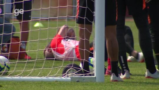 """D'Ale sente coxa e preocupa o Inter, mas Odair garante argentino em decisão: """"Vai jogar"""""""