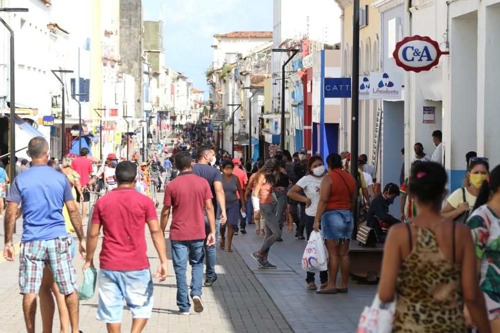 Na reabertura do comércio em São Luís, Rua Grande amanhece lotada ...