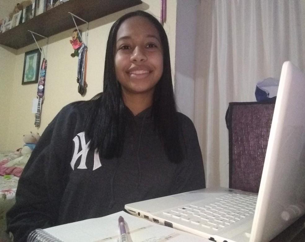 Nicoli será a primeira da família a estudar no ensino superior — Foto: Arquivo pessoal