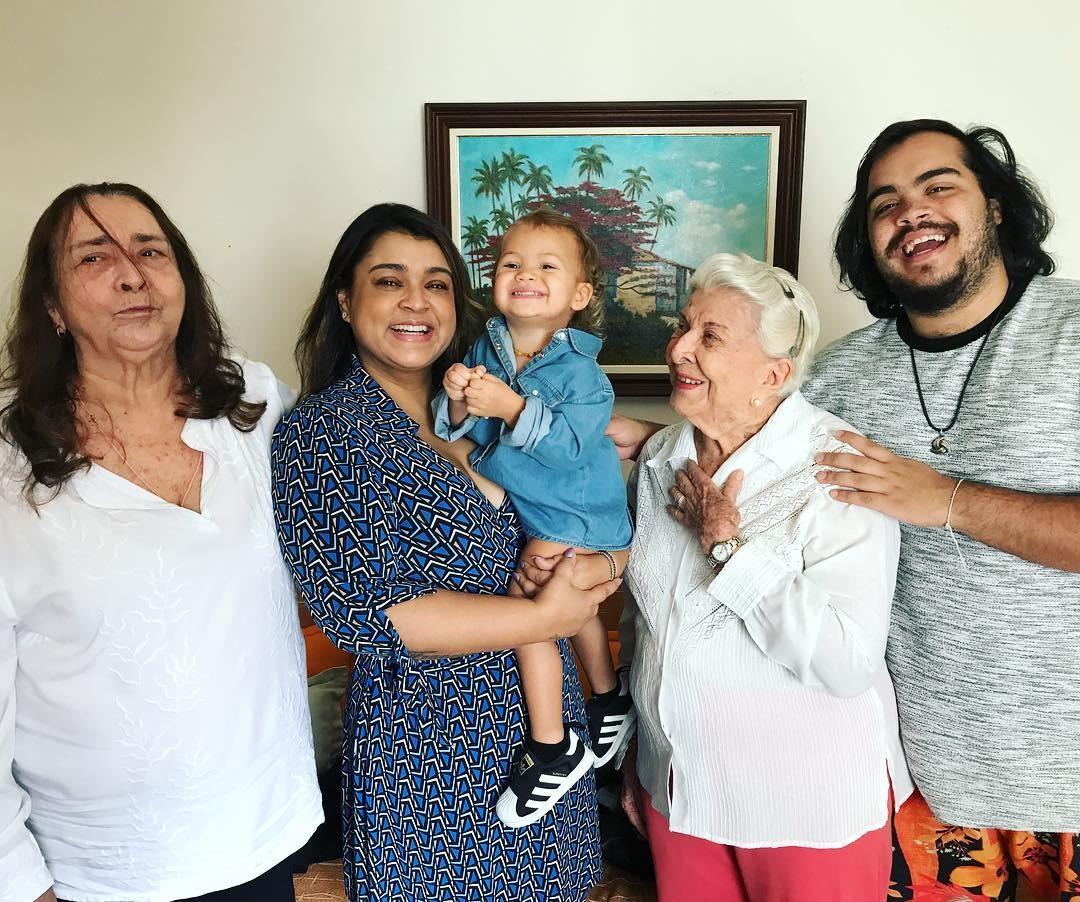 Cinco gerações da família em clique carinhoso de Preta Gil (Foto: Reprodução/Instagram)