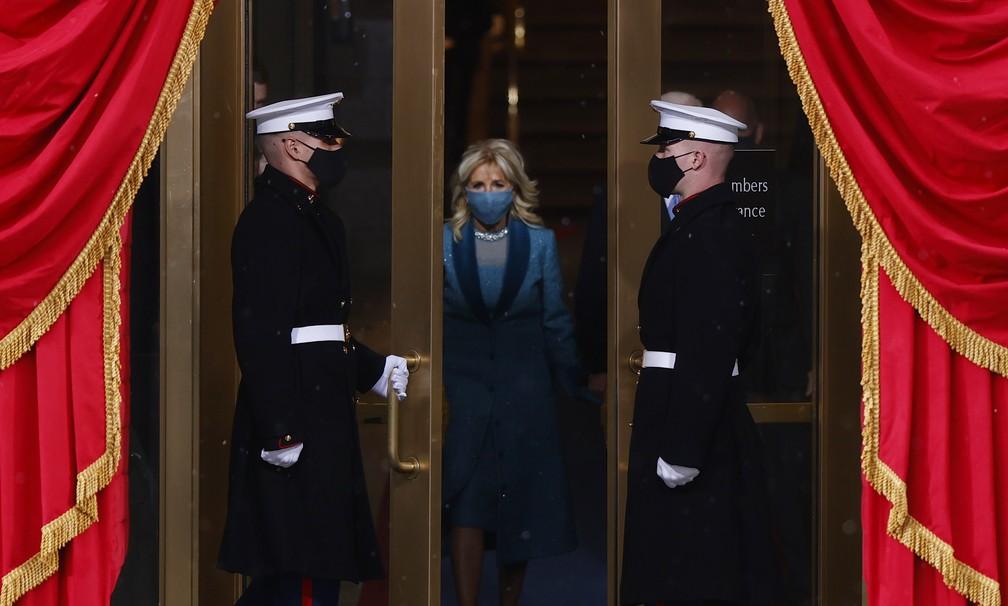 A primeira-dama Jill Biden chega para a posse de Joe Biden como o 46º Presidente dos Estados Unidos na Frente Oeste do Capitólio dos EUA, em Washington, nesta quarta (20)   — Foto: Jim Bourg/Reuters