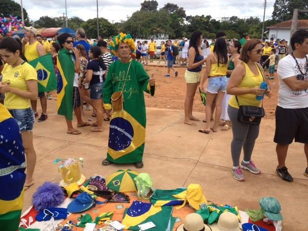 Burruchago aproveitou para vender produtos (Foto: Matheus Henrique/G1)
