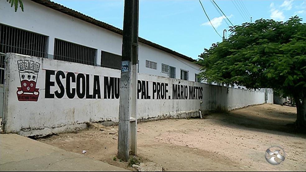 Crime ocorreu dentro desta escola municipal, em Garanhuns (Foto: Reprodução/TV Asa Branca)