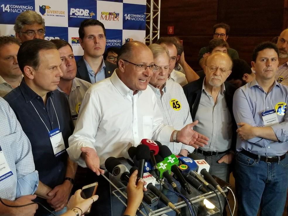 O governador Geraldo Alckmin concede a primeira entrevista coletiva após ter sido eleito presidente do PSDB (Foto: Bernardo Caram / G1)