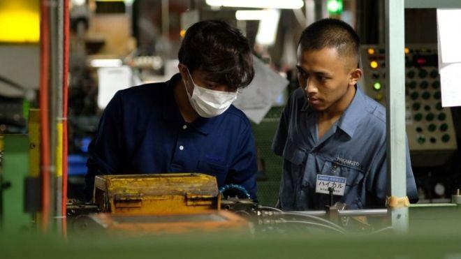 A incorporação de estrangeiros à força de trabalho no Japão é crucial para reduzir o déficit de trabalhadores (Foto: Getty Images via BBC News)