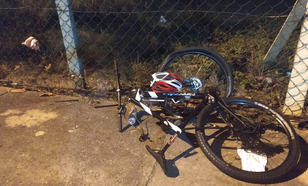 Bicicleta da vítima  — Foto: Cptran
