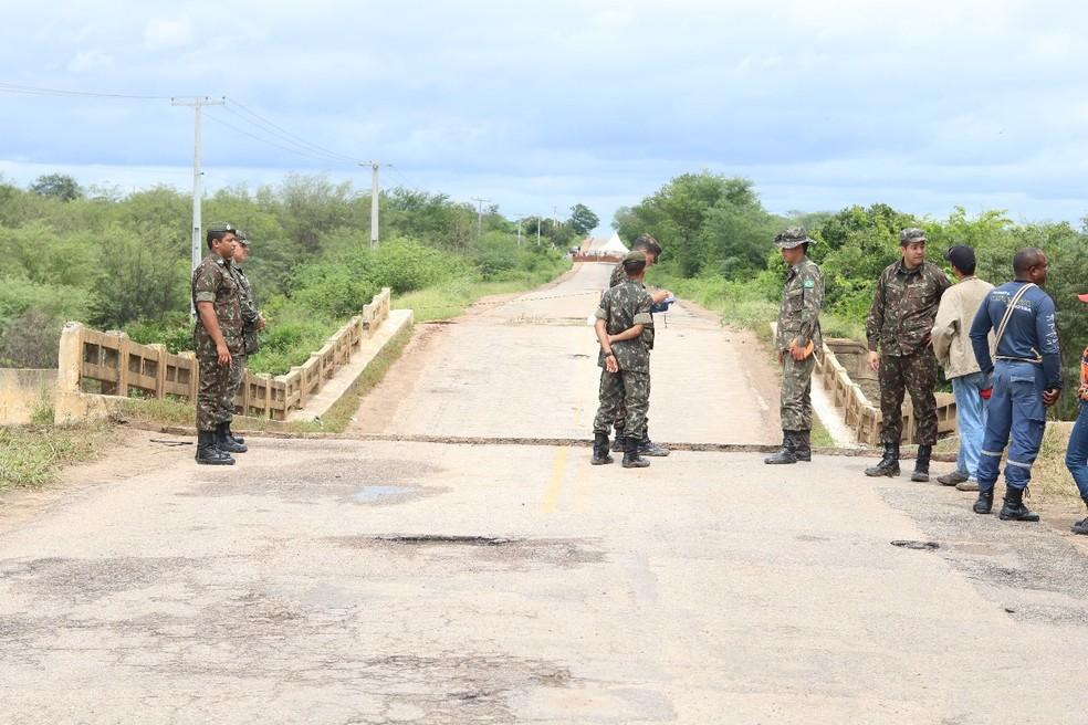 Exército avalia situação que liga Bodocó a Ouricuri (Foto: Divulgação/ Ascom Bodocó)