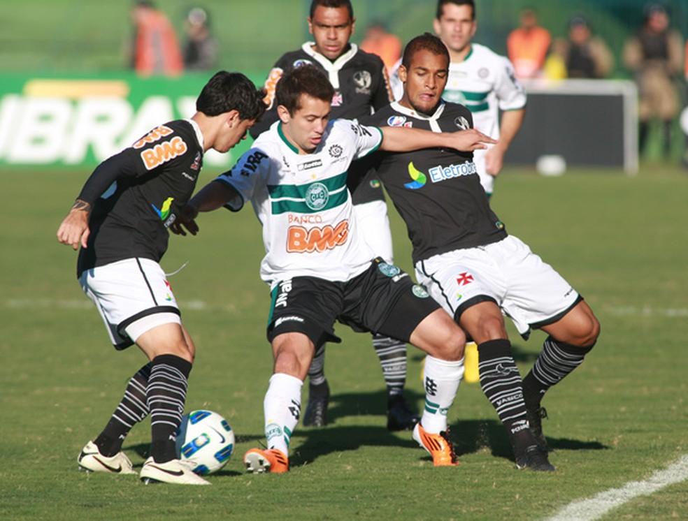 Coritiba e Vasco em partida pelo Brasileiro de 2011 — Foto: Agência Estado
