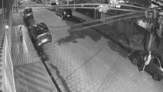 Criminosos 'inovam' e usam carro para despistar polícia e roubar mulher em SP; vídeo