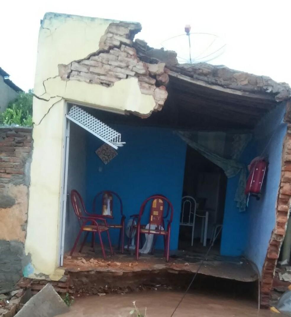 Moradores não se feriram durante o incidente (Foto: Jacira Maia)