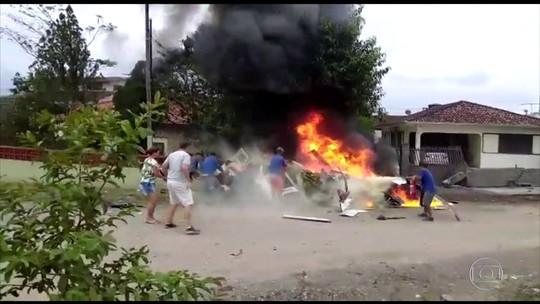 Auxiliar morto em queda de helicóptero sequestrado em SC é identificado; perícia será feita nesta sexta