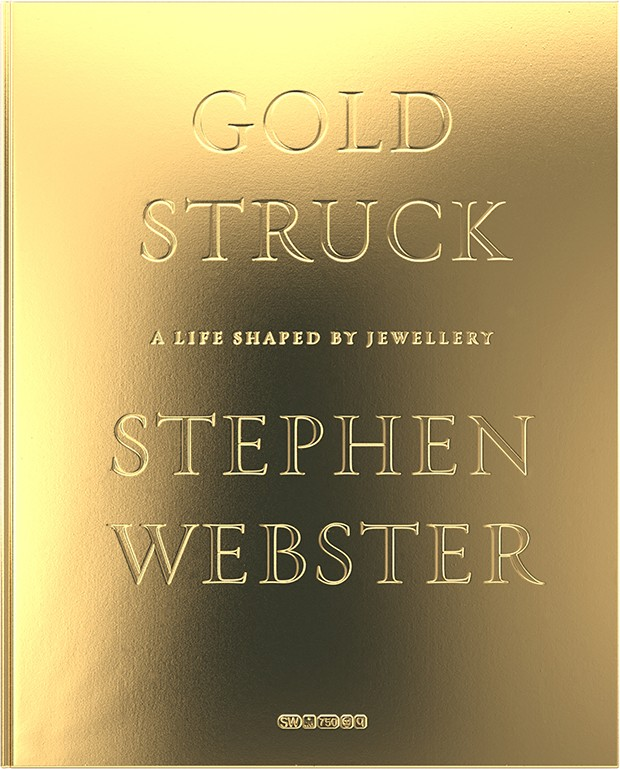 The gilded cover of Stephen's biography (Foto:  @SuzyMenkesVogue)