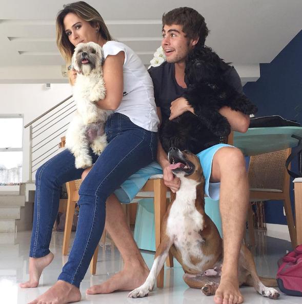 Tata Werneck e Rafa Vitti com (alguns de) seus pets (Foto: Instagram/Reprodução)