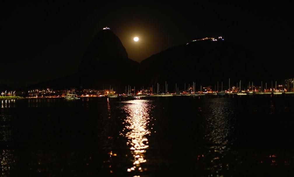 A Lua afeta as marés - será que, por tabela, a água que existe dentro de nós também poderia ser influenciada? — Foto: Marcos Serra Lima/G1