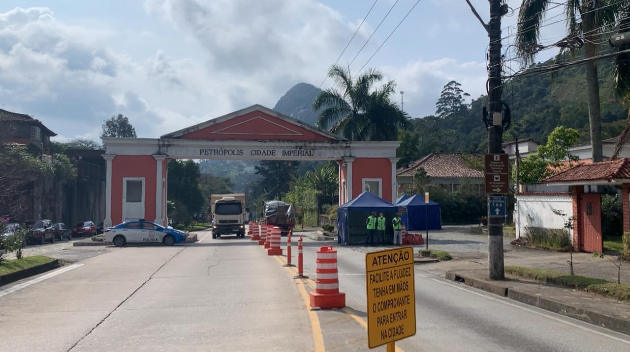 Barreiras sanitárias são desativadas em Petrópolis, no RJ; UTIs Covid têm ocupação abaixo de 70% desde o início do mês