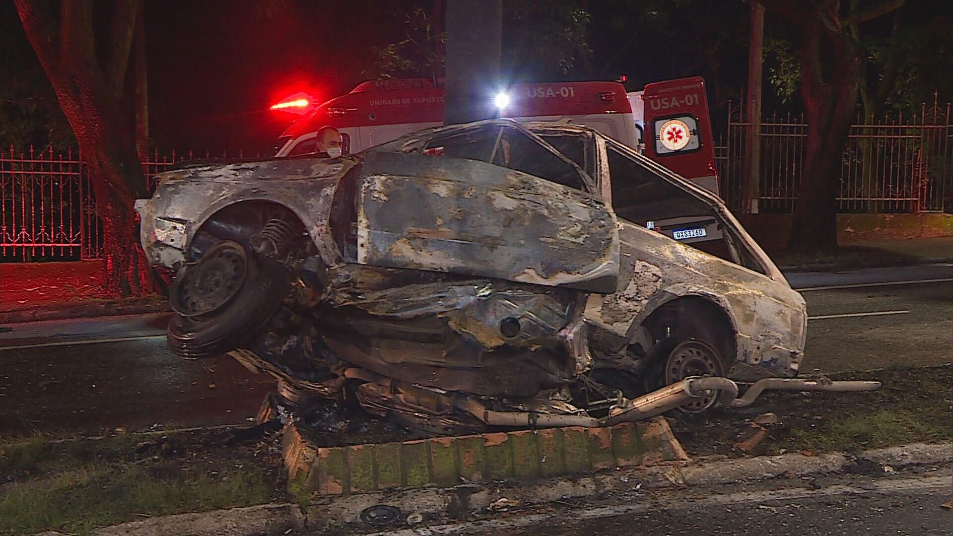 Motorista em alta velocidade atinge carro com quatro pessoas da mesma família e deixa dois mortos em BH