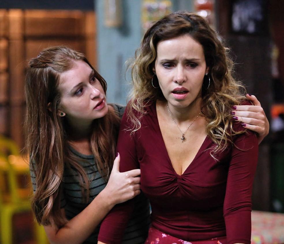 Eliza (Marina Ruy Barbosa) aconselha Gilda (Leona Cavalli) — Foto: Pedro Carrilho/Gshow