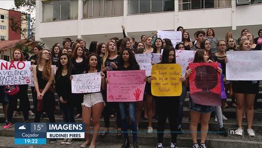 SC tem 35 casos de feminicídio em 2018; mulheres protestam contra violência