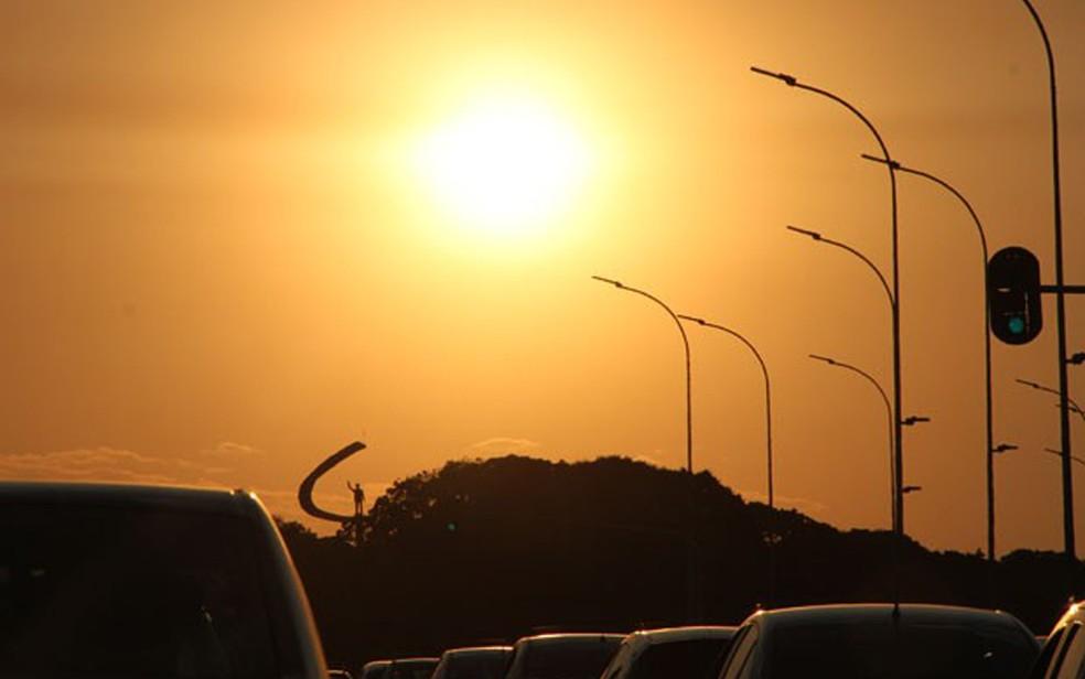 Sol forte sobre o Distrito Federal, em imagem de 2015 (Foto: Vianey Bentes/TV Globo)