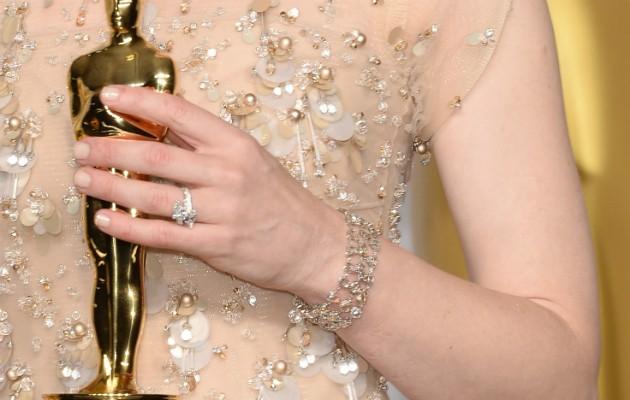 Detalhes da joias de Cate Blanchett no Oscar 2014 (Foto: Getty)