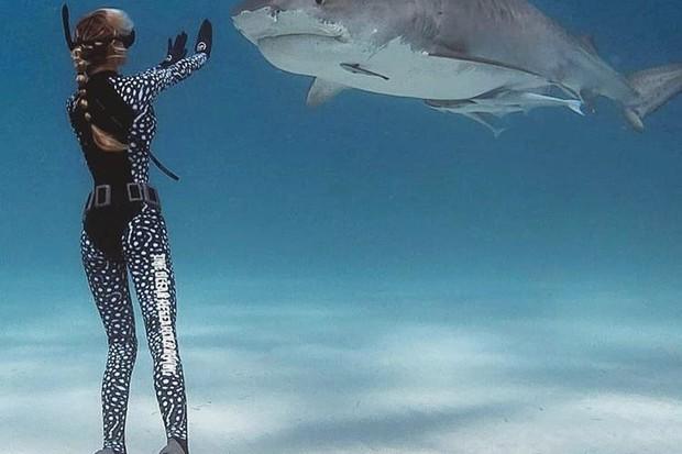Ocean se apaixonou pelos tubarões ainda menina  (Foto: reprodução instagram (@oceanramsey))