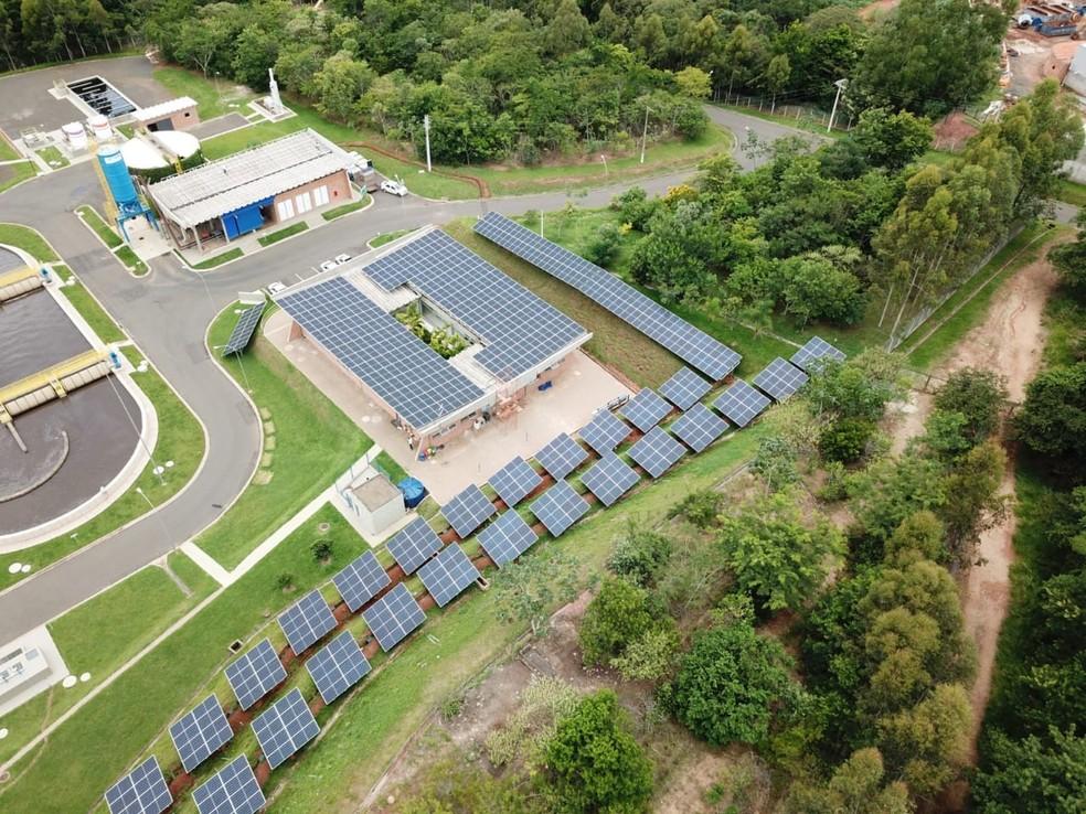 Produção de energia elétrica através de placas fotovoltaicas começou nesta quarta — Foto: Divulgação/Sabesp