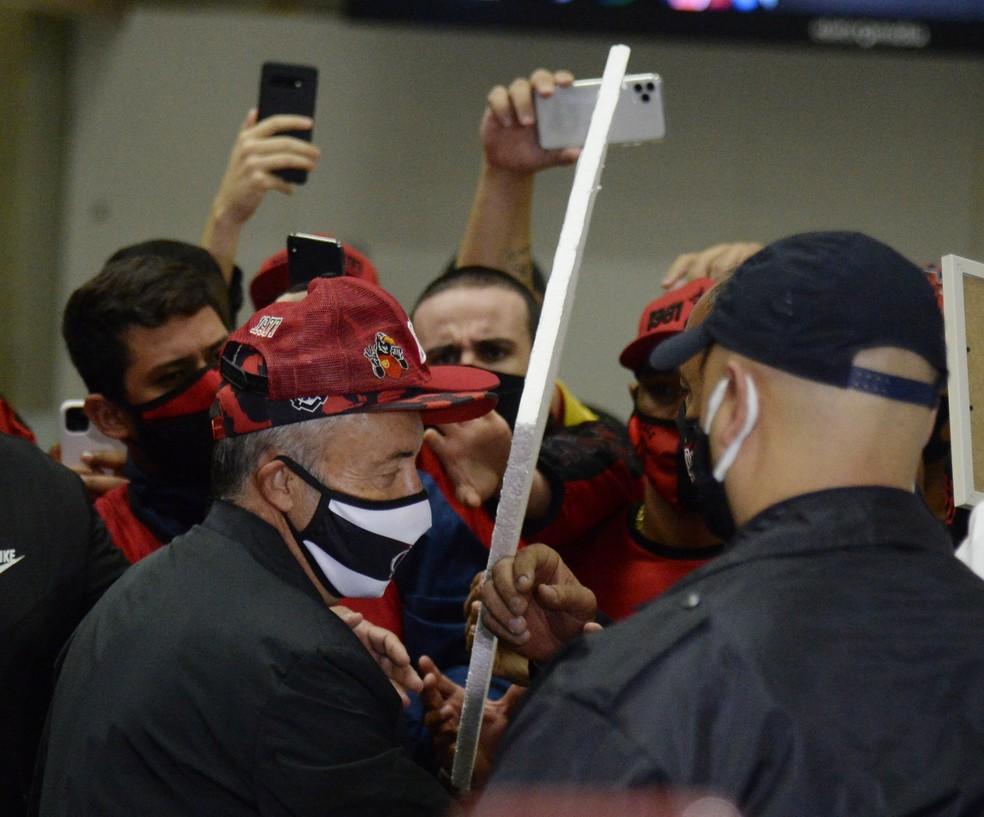 Chegada de Domènec Torrent, técnico do Flamengo — Foto: André Durão / GloboEsporte.com