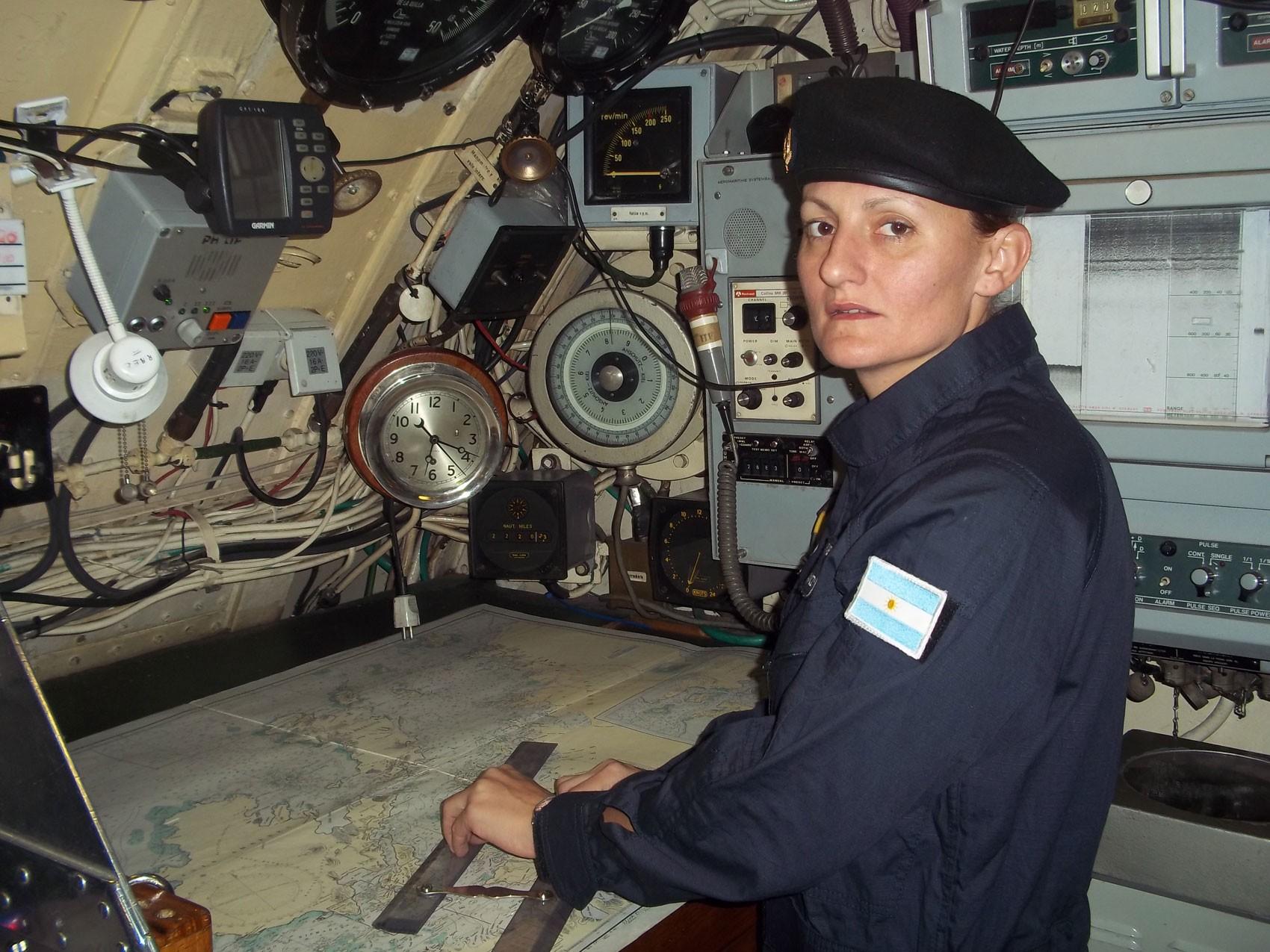 Única mulher a bordo do submarino argentino desaparecido é oficial pioneira
