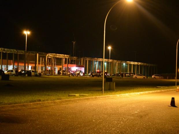 Presos foram levados para penitenciária federal em Porto Velho (Foto: Matheus Henrique/G1)